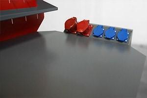 Блок розеток на верстаке