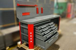 Открытые ящики установленные на верстаке Гефест-ВС-4400-ЭП