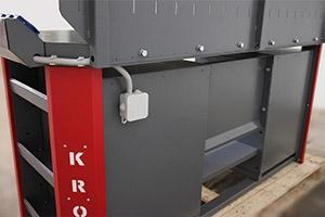 Вид сзади слесарного верстака с установленным блоком розеток