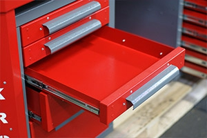 Фото выдвижного ящика слесарного верстака Гефест-ВС-509-ЭПО