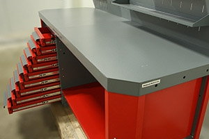 9-ть выдвижных ящиков установленные на верстаке Гефест-ВС-900