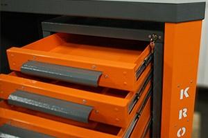Внешний вид выдвижного ящика слесарного верстака