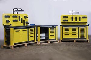 Фото набора верстаков (желто-серого цвета)