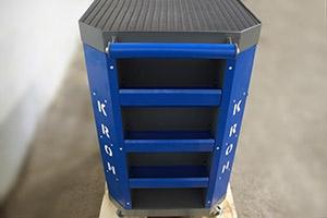 Фото боковых полок инструментальной тележки Гефест-ТИ-06 серо-синего цвета