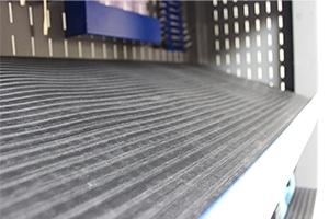 Наклонная полка с резиновым ковриком серии KronVuz