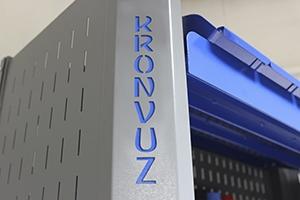 Своя надпись на изделии стеллажа серии KronVuz