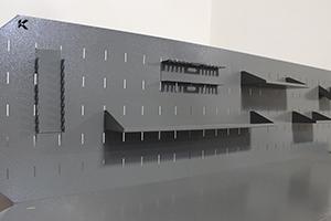 Фотография перфорированного экрана верстака