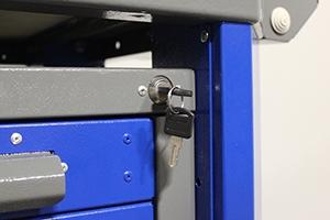 Фото замка с ключем слесарного верстака Гефест-ВС-5005-ЭПОБ