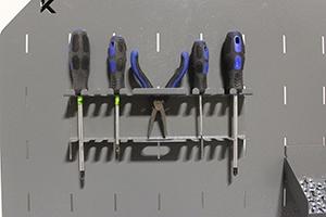 Фото навесного держателя под отвертки верстака Гефест-ВС-5005-ЭПОБ