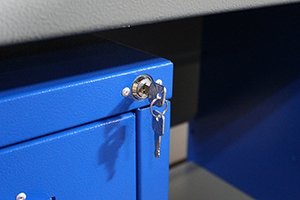 Фото замка с ключем верстака серии Гефест-ВС-105-ЭПОБ