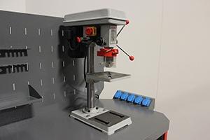 Фото сверлильного станка установленного на верстаке