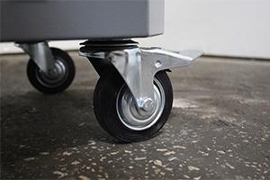 Комплект колес установленных в тележку