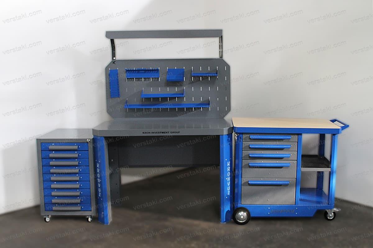 Вид спереди металлического набора мебели