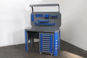 Вид сбоку металлического набора мебели