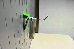 Фотография навесного металлического крючка