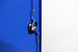 Фотография ригельной системы запирания дверей