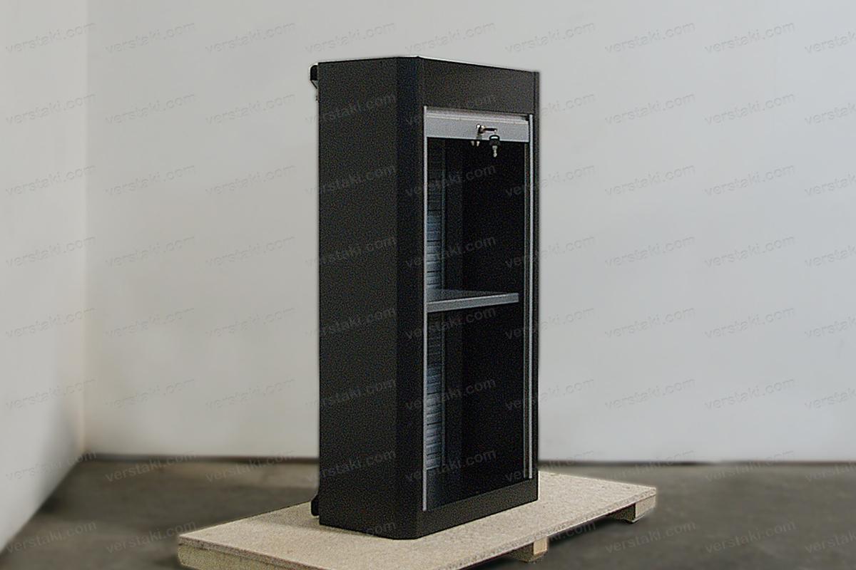Инструментальный шкаф в открытом виде