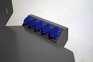 Фотография блока розеток слесарного верстака