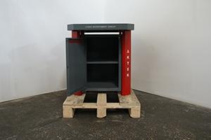 Фото верстака слесарного с открытой дверцей