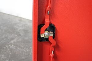 Ригельная система запирания механической дверцы