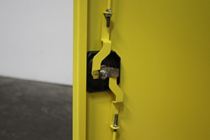 Ригельная система запирания дверей