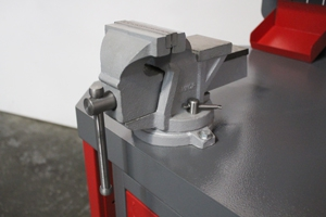 Фотография металлических тисков