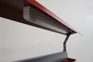 Фото навесной металлической полки с освещением