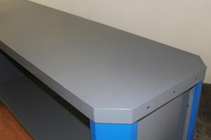 Фото металлической столешницы верстака серии Гефест