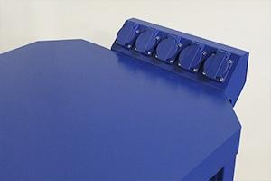 Блок розеток установленный на столешницу верстака