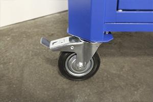 Комплект колес установленный для мобильности верстака