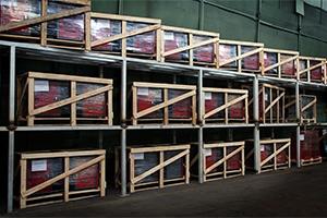 Склад верстаков и металлической мебели